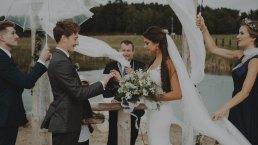 Rustykalne wesele w namiocie na ranczo 10