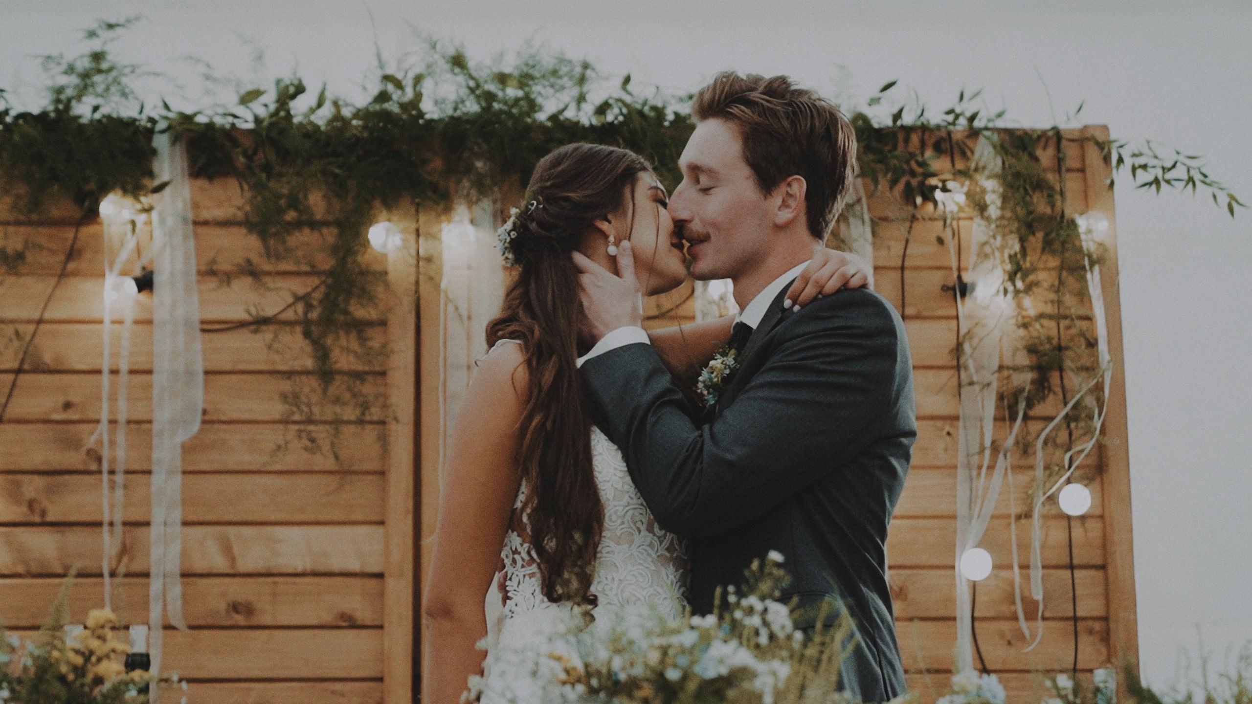 Rustykalne wesele w namiocie na ranczo 52