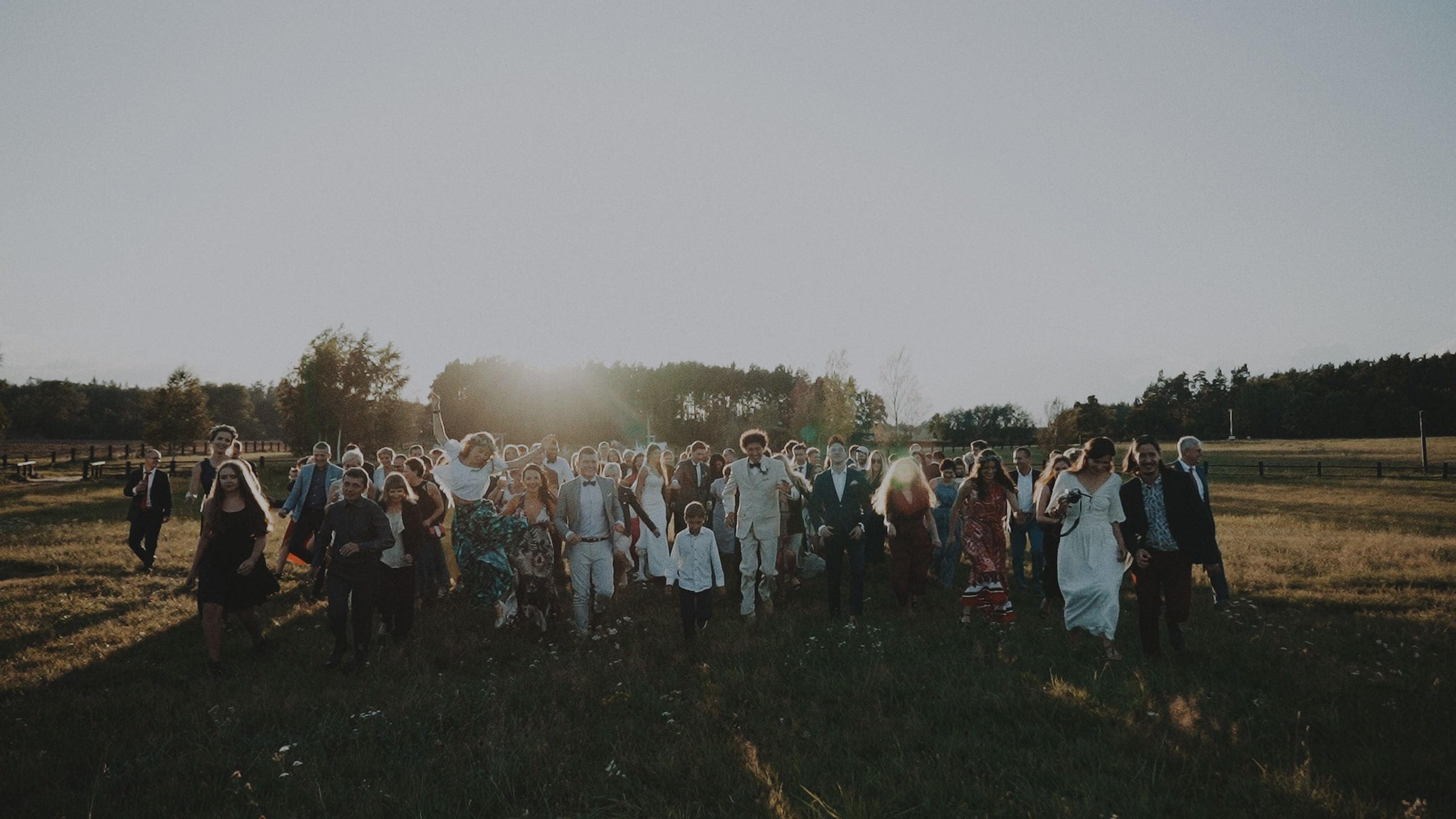 Rustykalne wesele w namiocie na ranczo 55