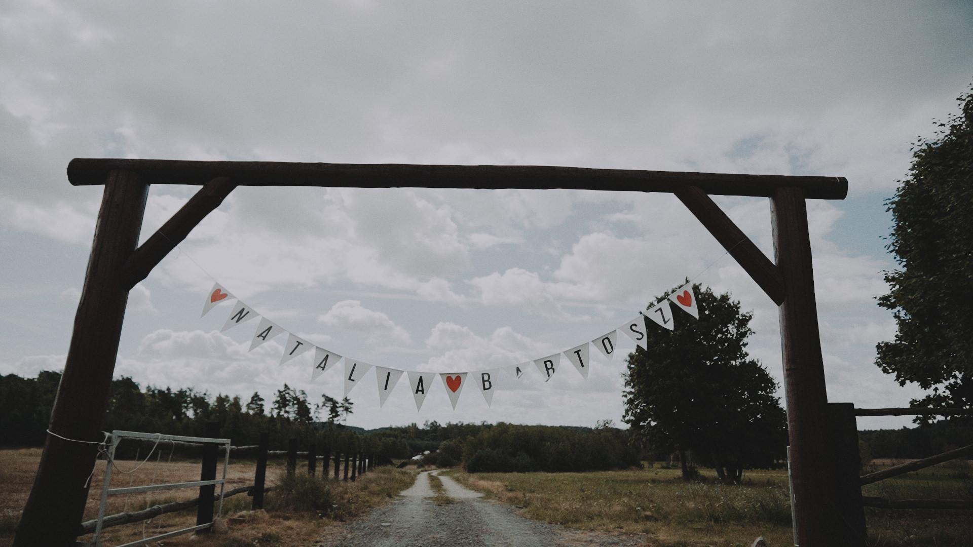 Rustykalne wesele w namiocie na ranczo 42